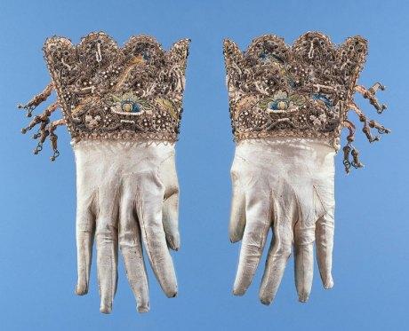 gloves---17c